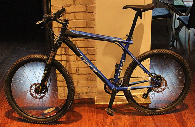 Sold Gt Avalanche 3 0 Disc Mountain Bike 450 Obo