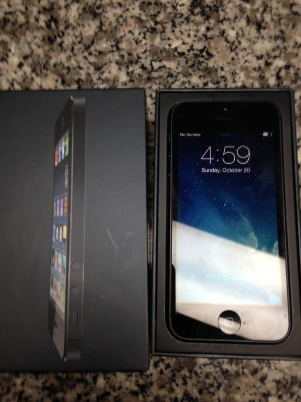 iphone 5s used for sale for 2 iphone 5 at amp t 16gb one white and one black 17513